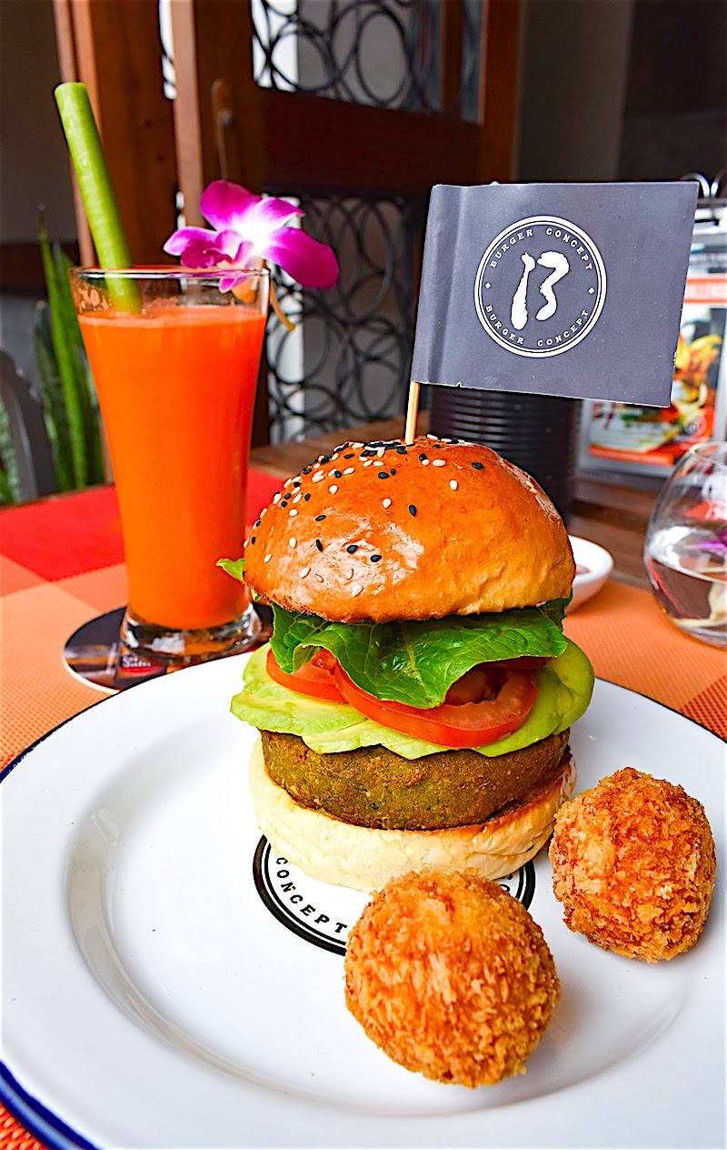 www.thefunkyturtle.com baia burger on koh tao
