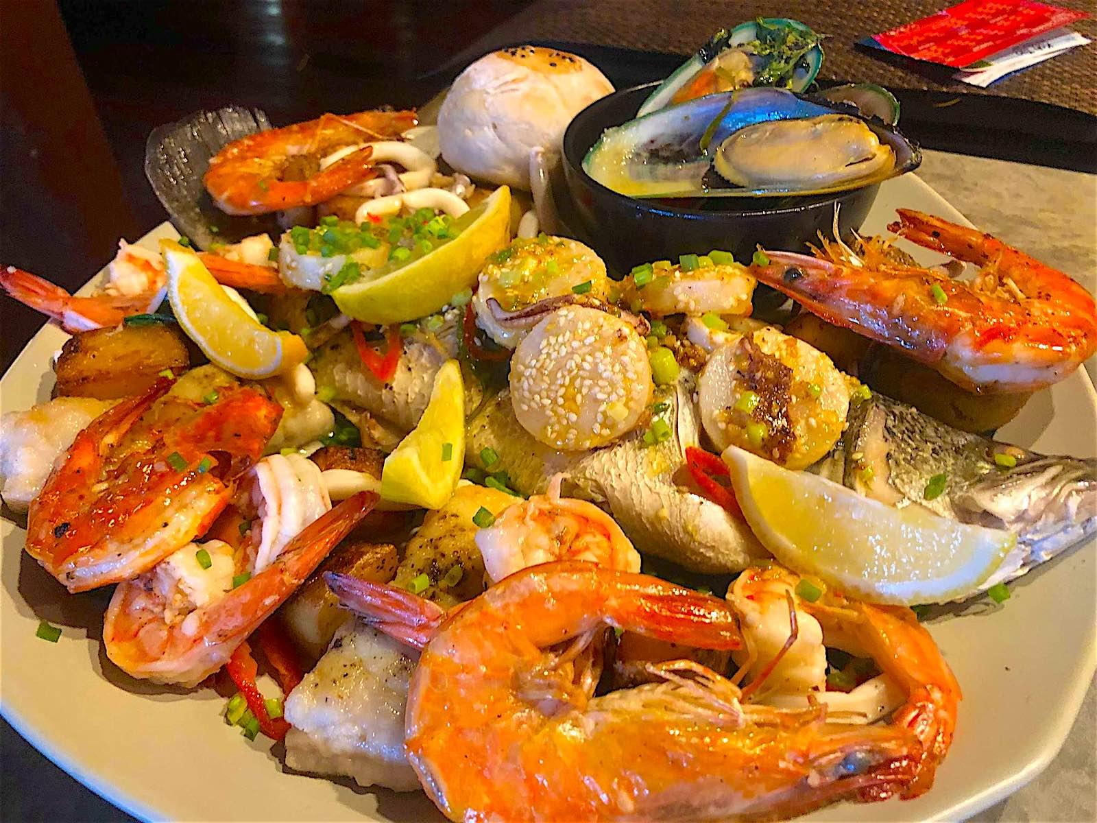 www.thefunkyturtle.com barracuda seafood platter koh tao