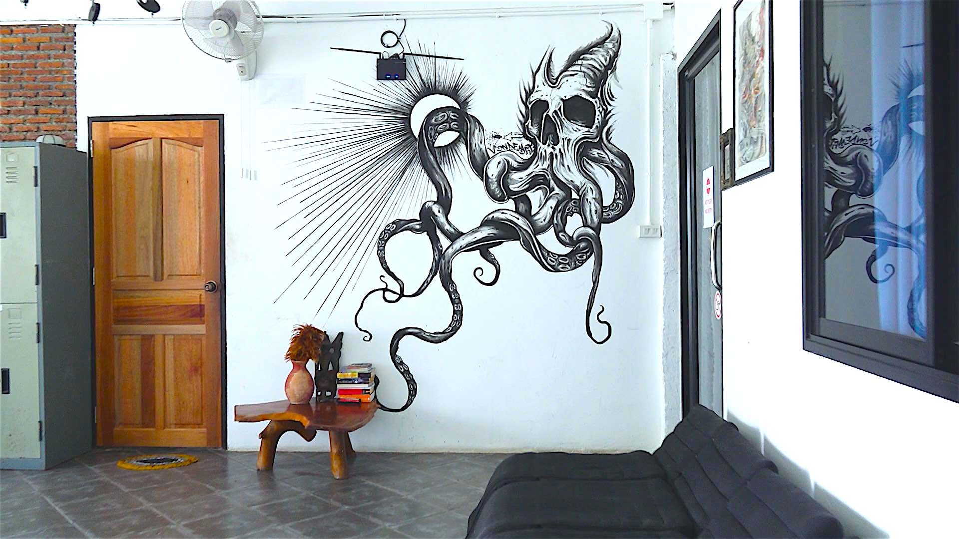 www.thefunkyturtle.com bed and ink hostel koh tao art decor