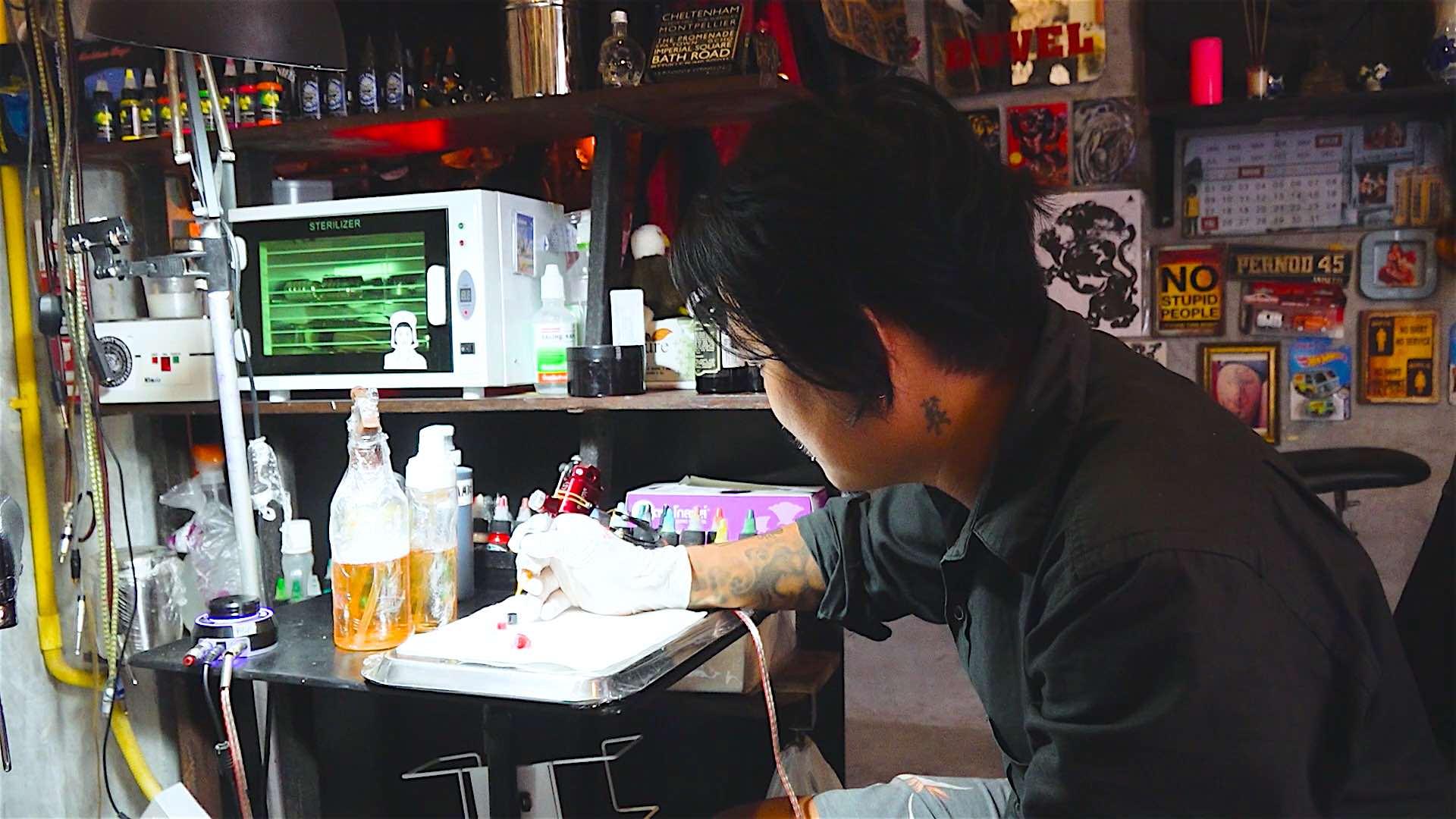 www.thefunkyturtle.com bed and ink hostel koh tao tattoist