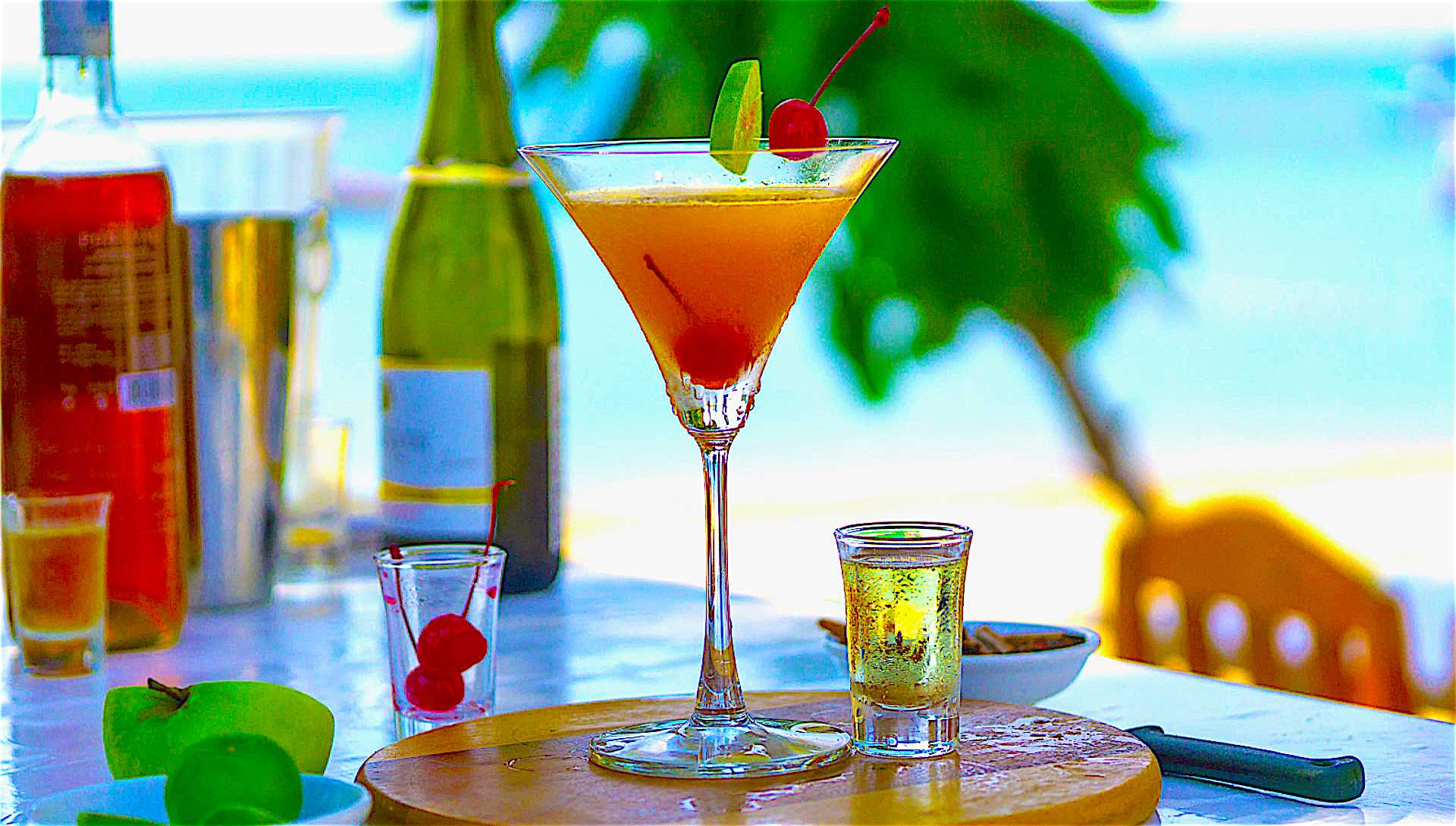 www.thefunkyturtle.com breeze cafe and restaurant koh tao cocktails on beach