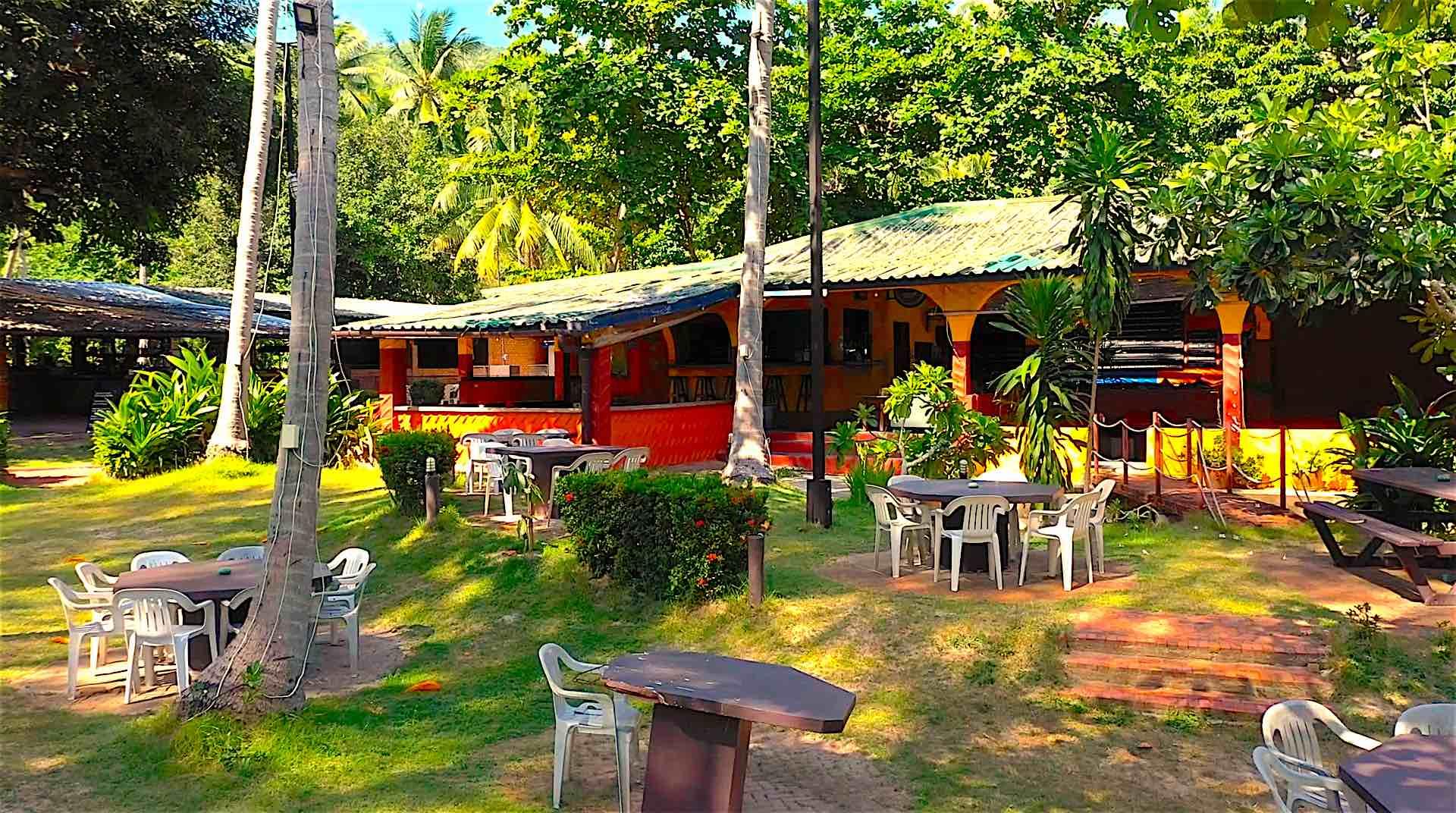 www.thefunkyturtle.com hacienda bar and grill restaurant koh tao gardens