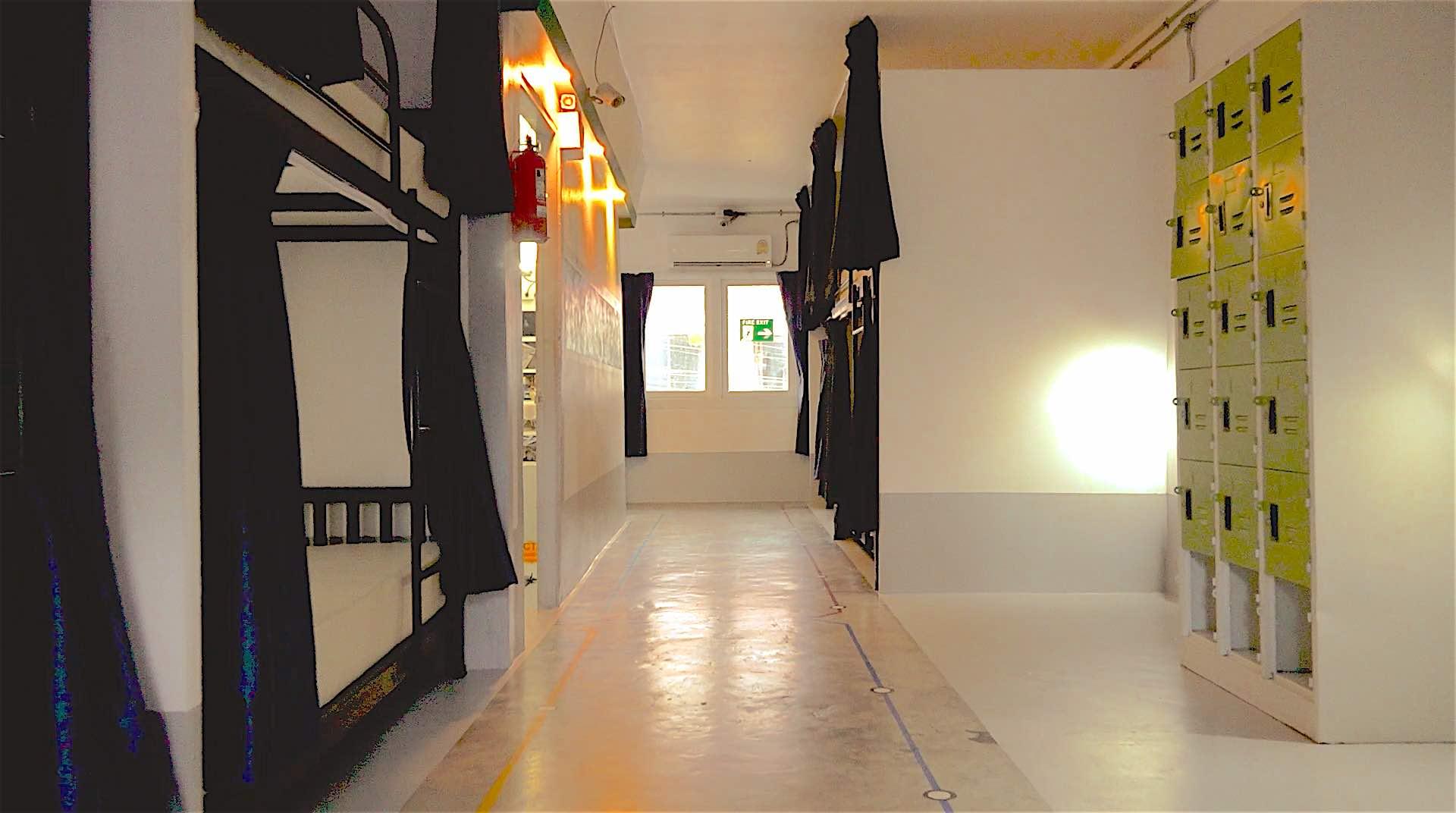 www.thefunkyturtle.com koh tao central hostel hallway