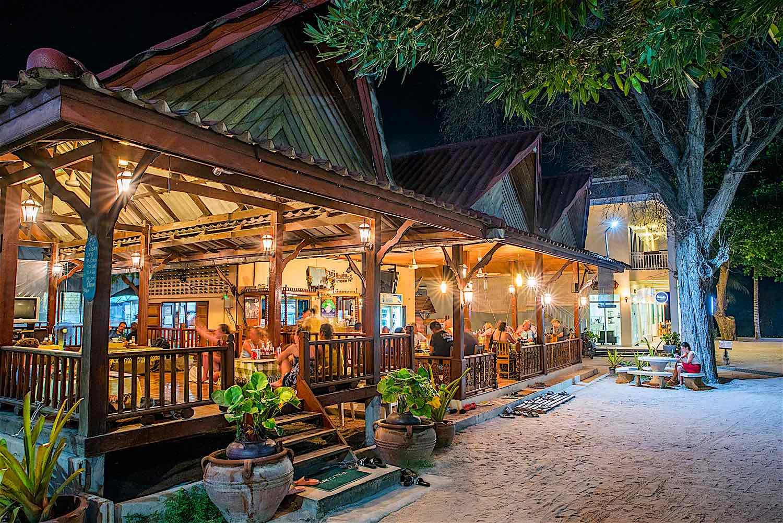 www.thefunkyturtle.com pranees kitchen thai restaurant koh tao thai