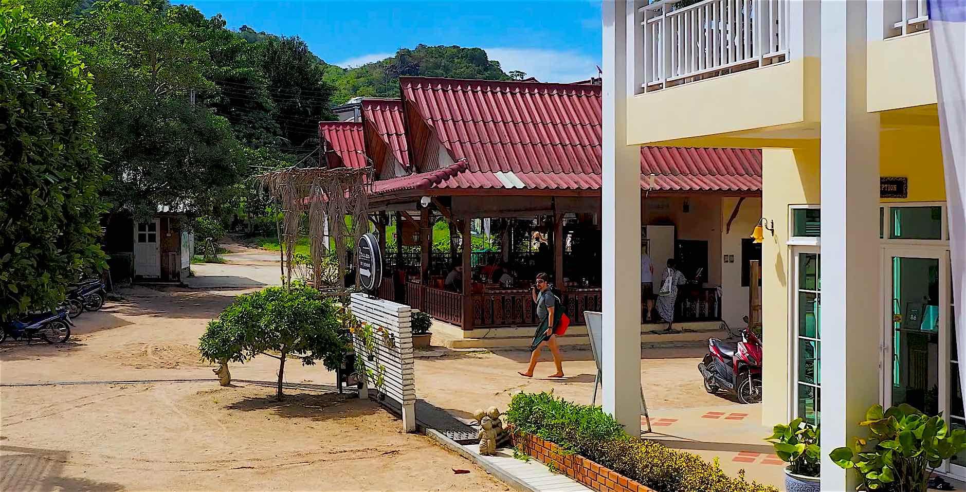 www.thefunkyturtle.com pranees kitchen thai restaurant koh tao thailand