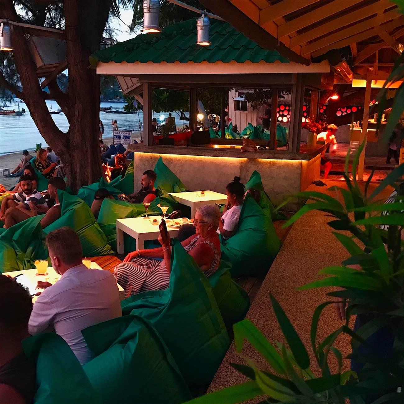 www.thefunkyturtle.com fizz beach lounge koh tao relaxing venue