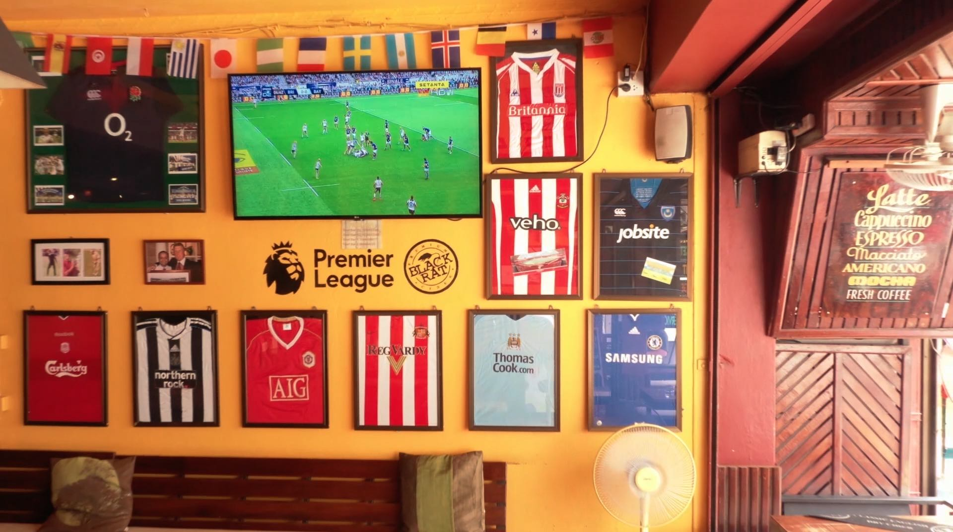 www.thefunkyturtle.com reef sports bar koh tao live football