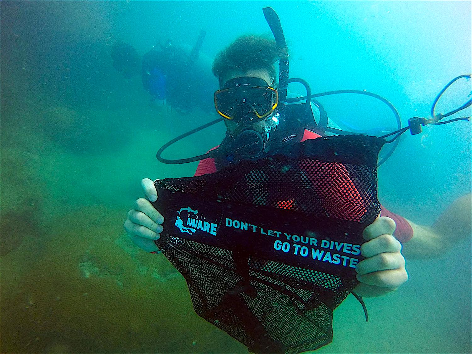 www.thefunkyturtle.com Dive-Against-Debris on koh tao