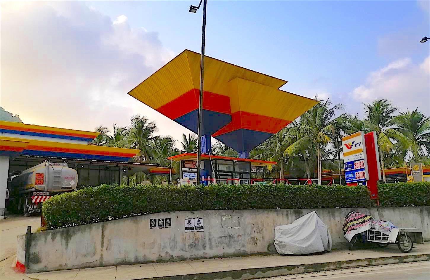 www.thefunkyturtle.com fuel station koh tao