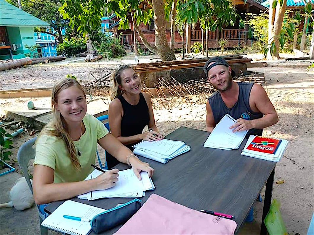 www.thefunkyturtle.com thai language classes koh tao