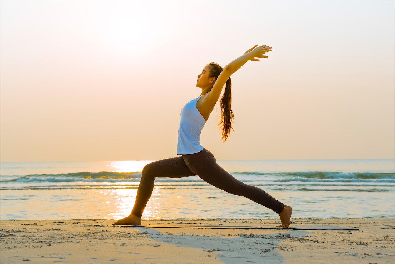 www.thefunkyturtle.com-yoga-on-the-beach-on-koh-tao