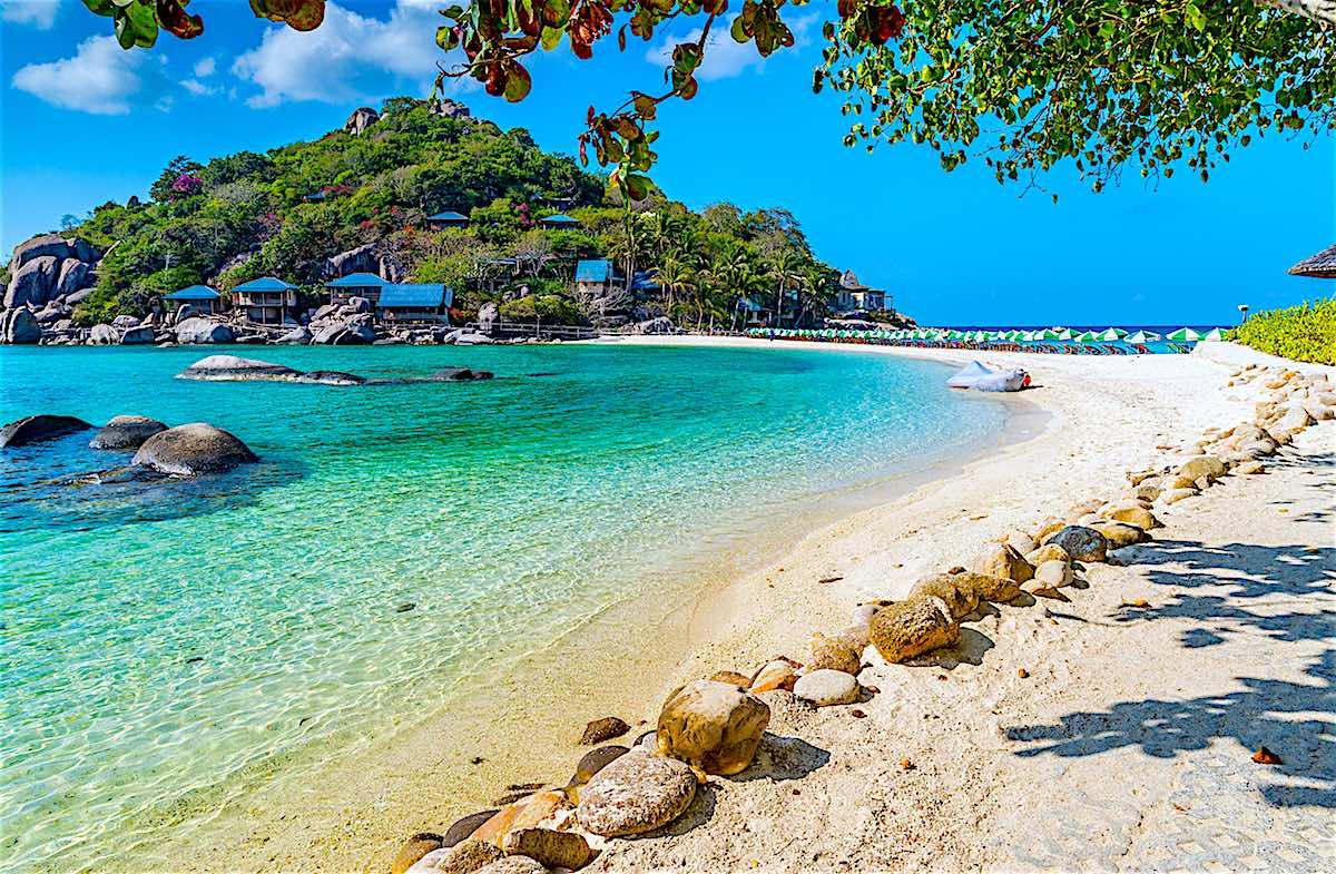 www.thefunkyturtle.com-amazing-koh-nangyuan-beach
