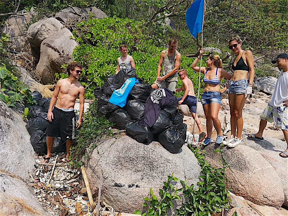 www.thefunkyturtle.com aow mow beach clean ups koh tao