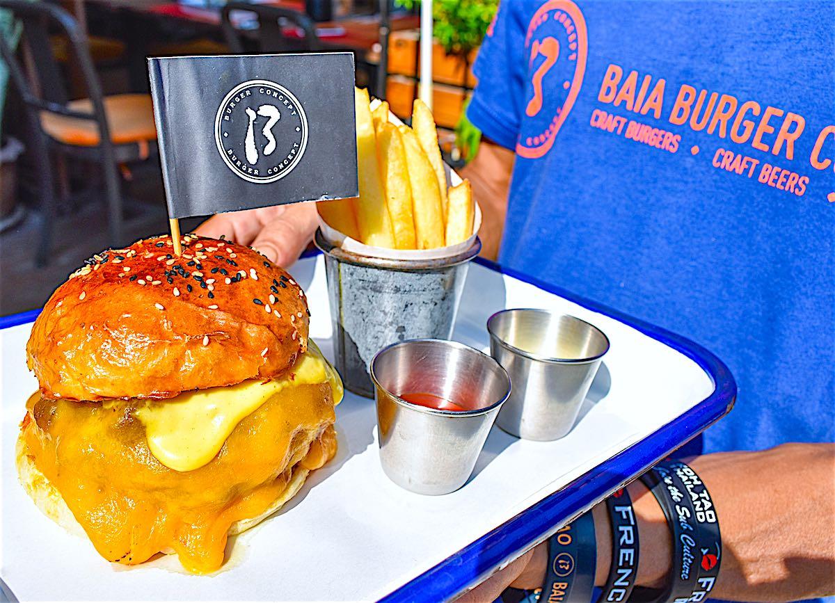 www.thefunkyturtle.com baia burger koh tao thailand