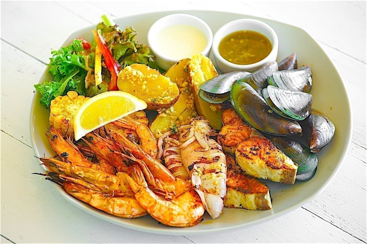 www.thefunkyturtle.com beachside bar and restaurant seafood dishes