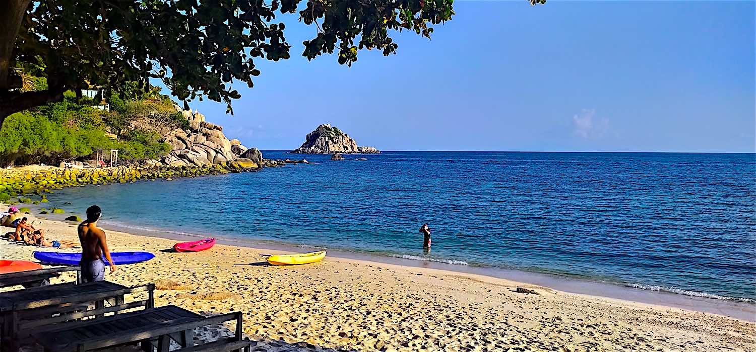 www.thefunkyturtle.com best beaches on koh tao saideng