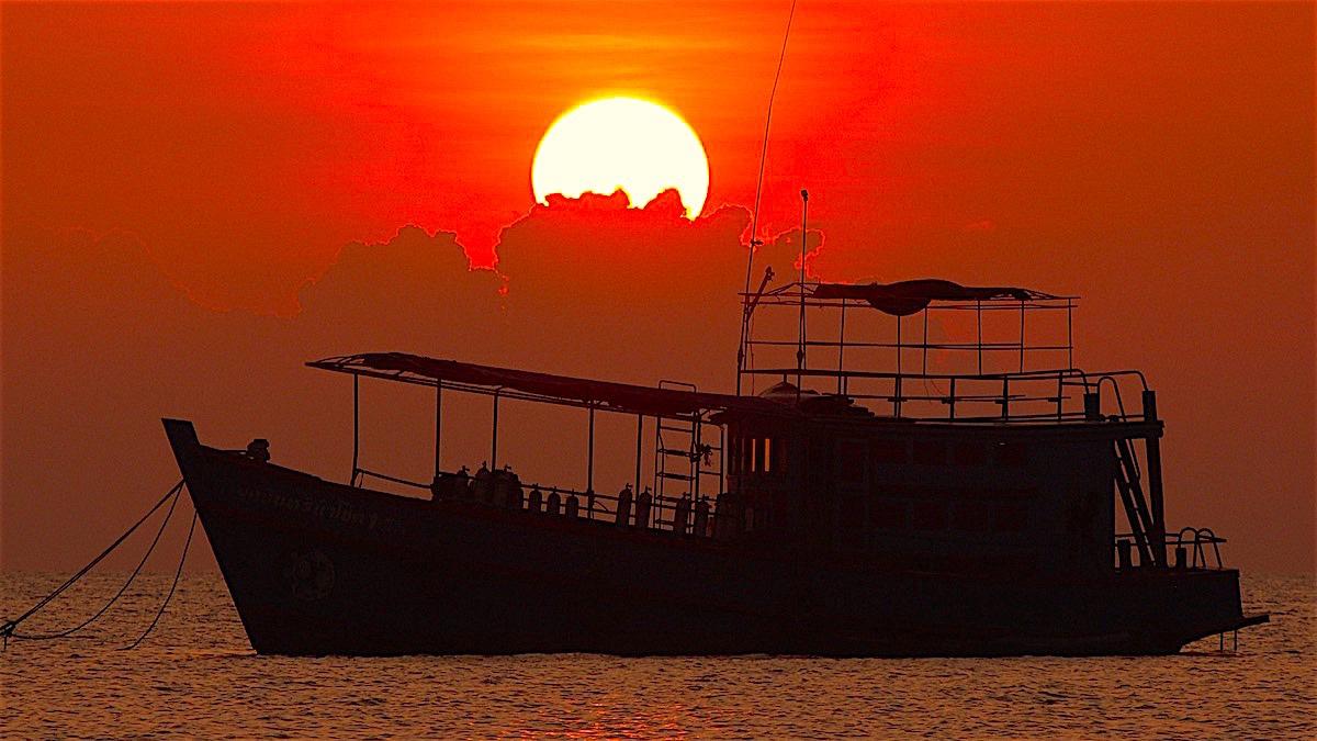 www.thefunkyturtle.com diving boat sunset koh tao