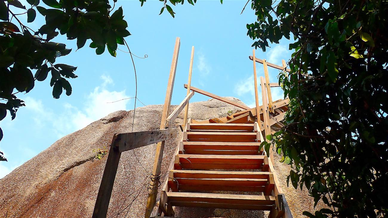www.thefunkyturtle.com climbing steps at fraggle rock viewpoint koh tao