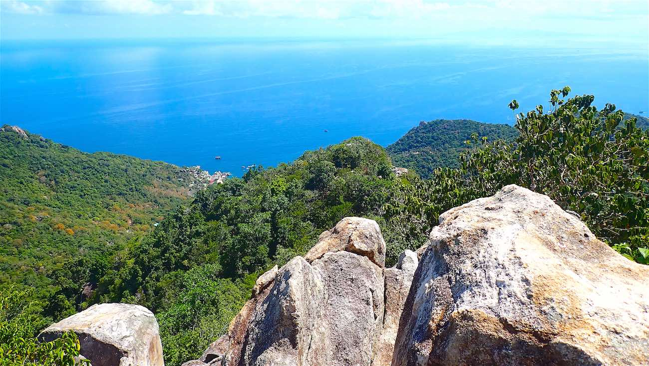 www.thefunkyturtle.com east facing views at tanote peak viewpoint koh tao