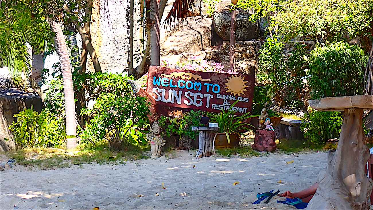 www.thefunkyturtle.com june juea bay koh tao