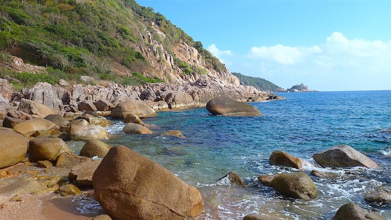 www.thefunkyturtle.com rocky bay at lang khai bay koh tao