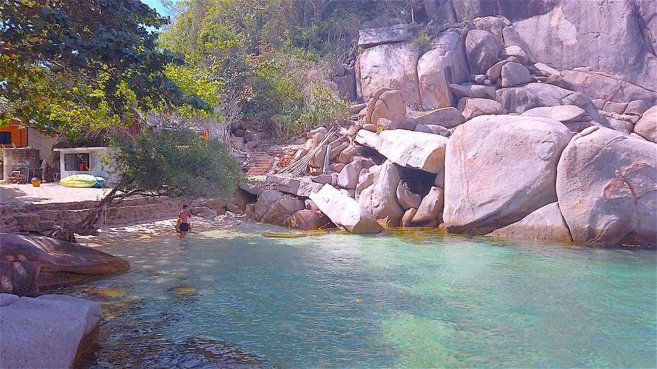 www.thefunkyturtle.com swimming at tao thong beach koh tao