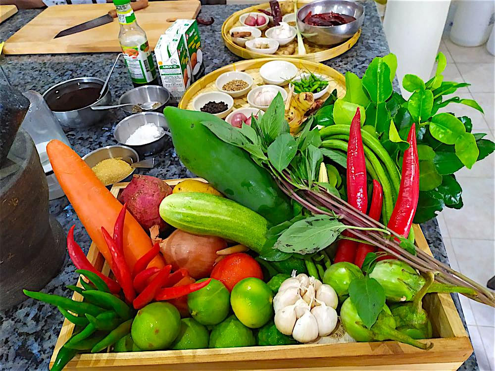 www.thefunkyturtle.com parawan thai cooking class koh tao fresh ingredients