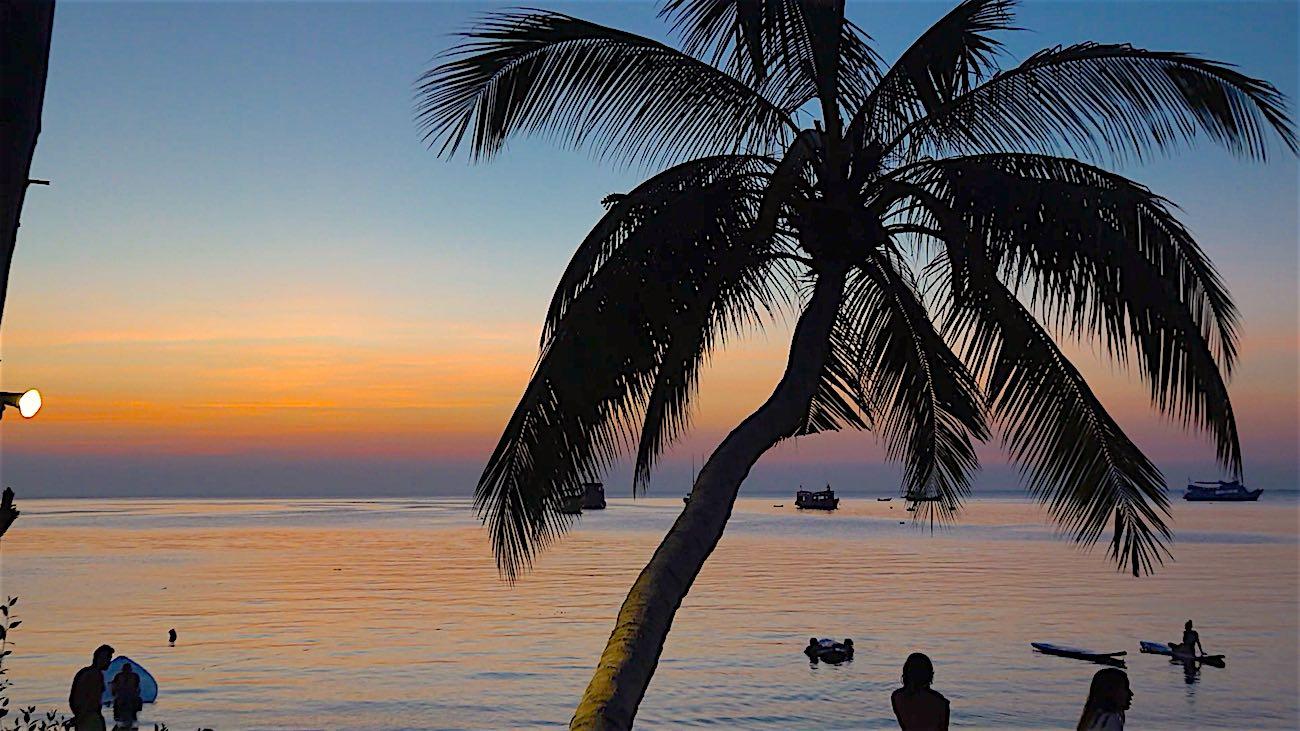 www.thefunkyturtle.com maya beach club koh tao sunset
