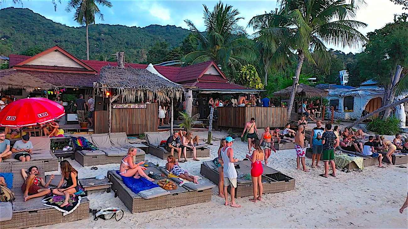 www.thefunkyturtle.com maya beach club koh tao thailand