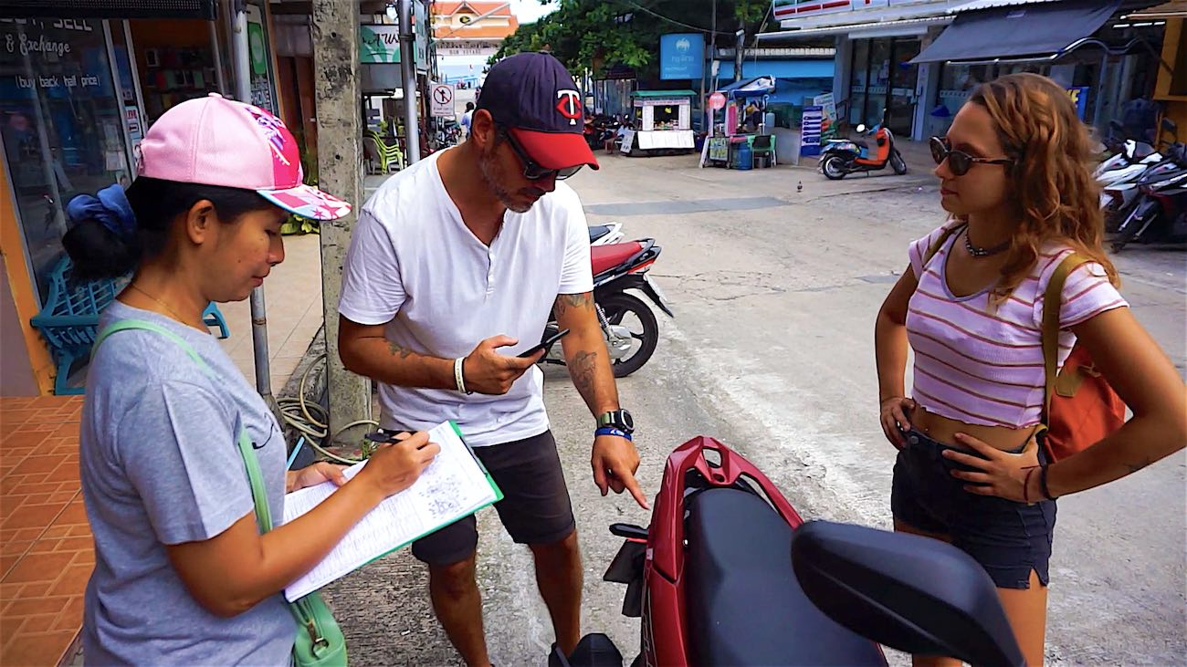 www.thefunkyturtle.com koh tao scooter rental tips check the scooter