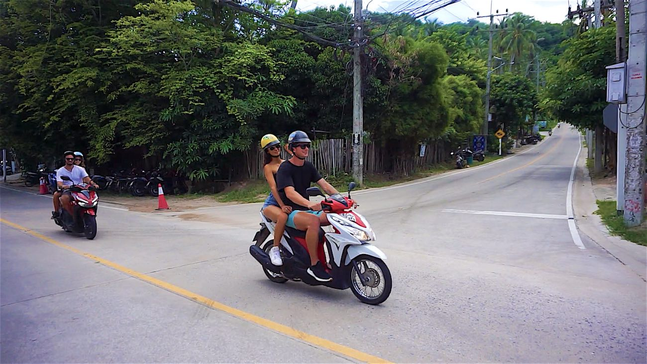 www.thefunkyturtle.com koh tao scooter rental tips drive slowly